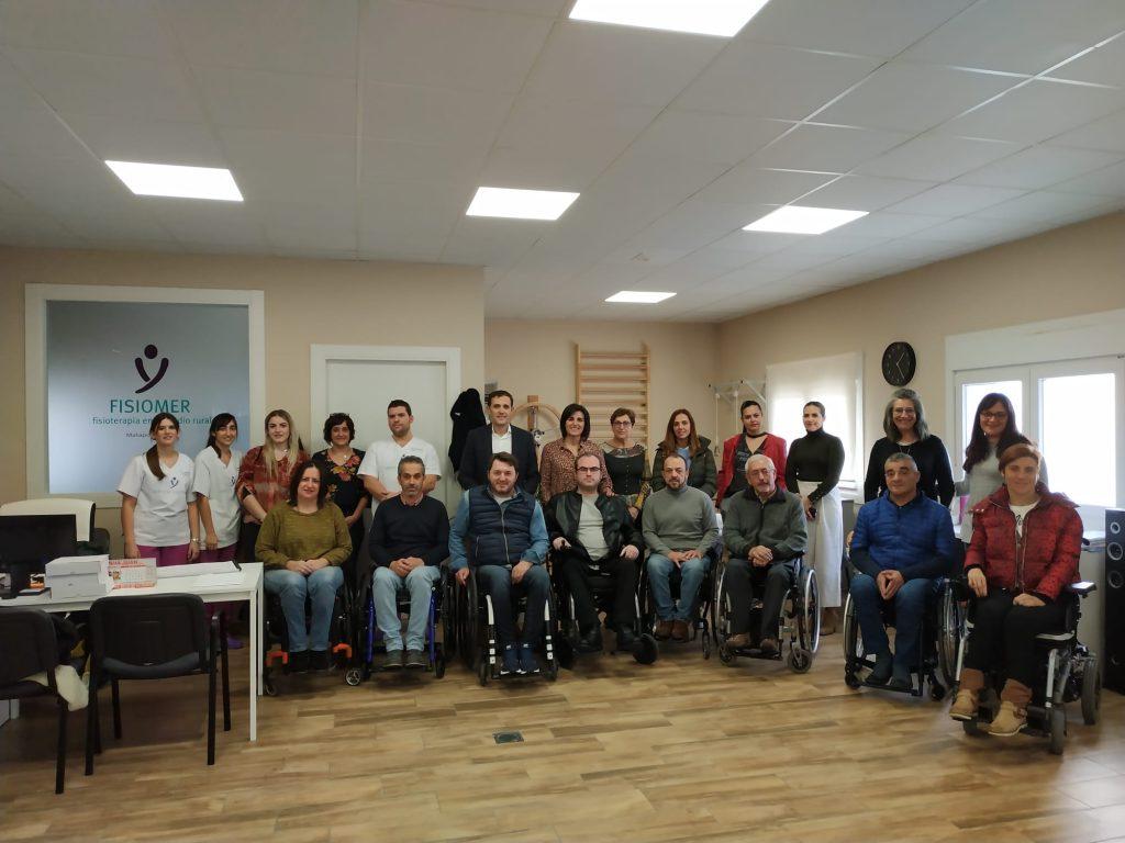 Representante de diferentes ASPAYM a nivel nacional posan en FISIOMER Matapozuelos