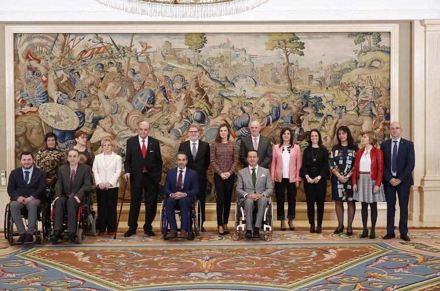 Representantes de la entidad con Su Majestad la Reina Letizia