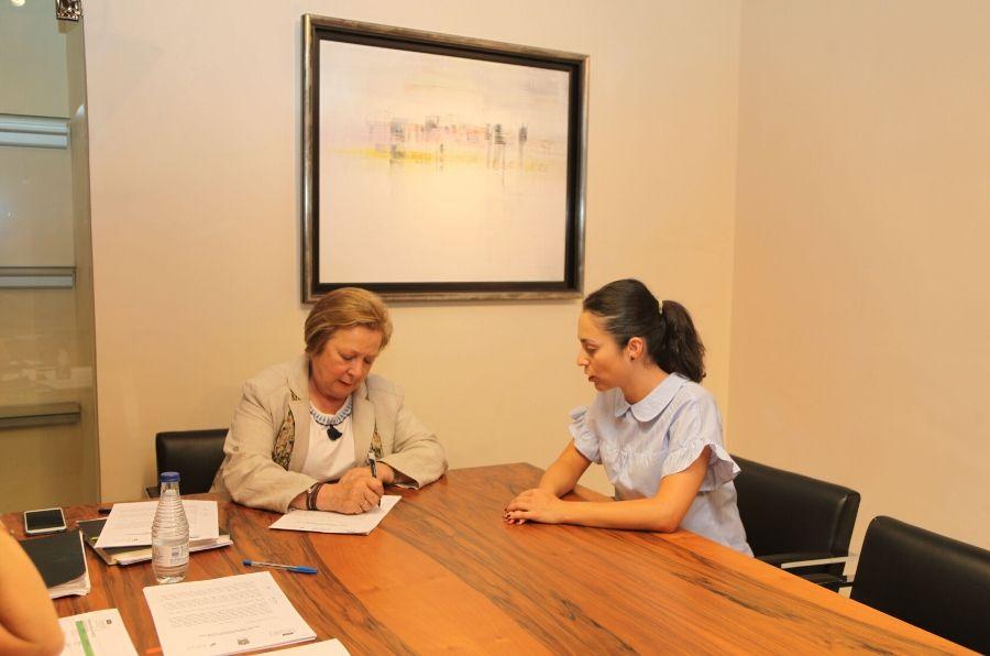 Representantes de las entidades firman el convenio