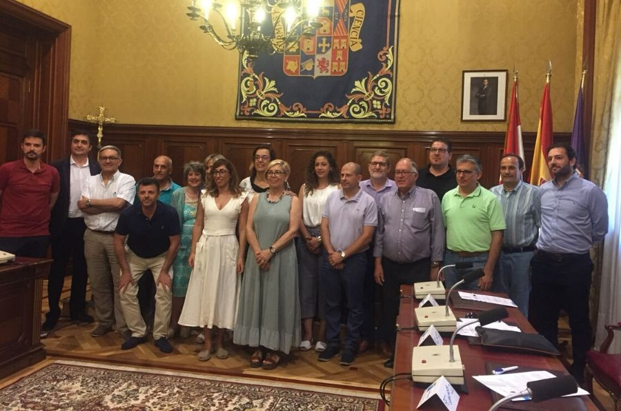 Autoridades de la Diputación de Palencia y ASPAYM CyLposan