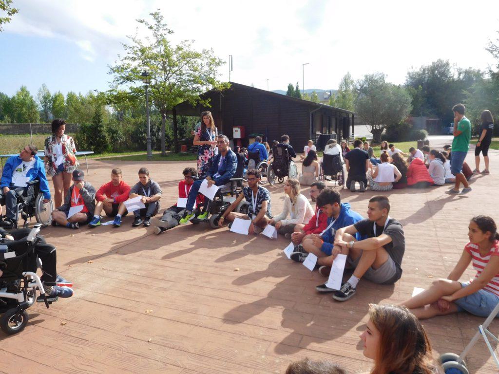 Jovenes asistentes al International Summer Festival durante una actividad