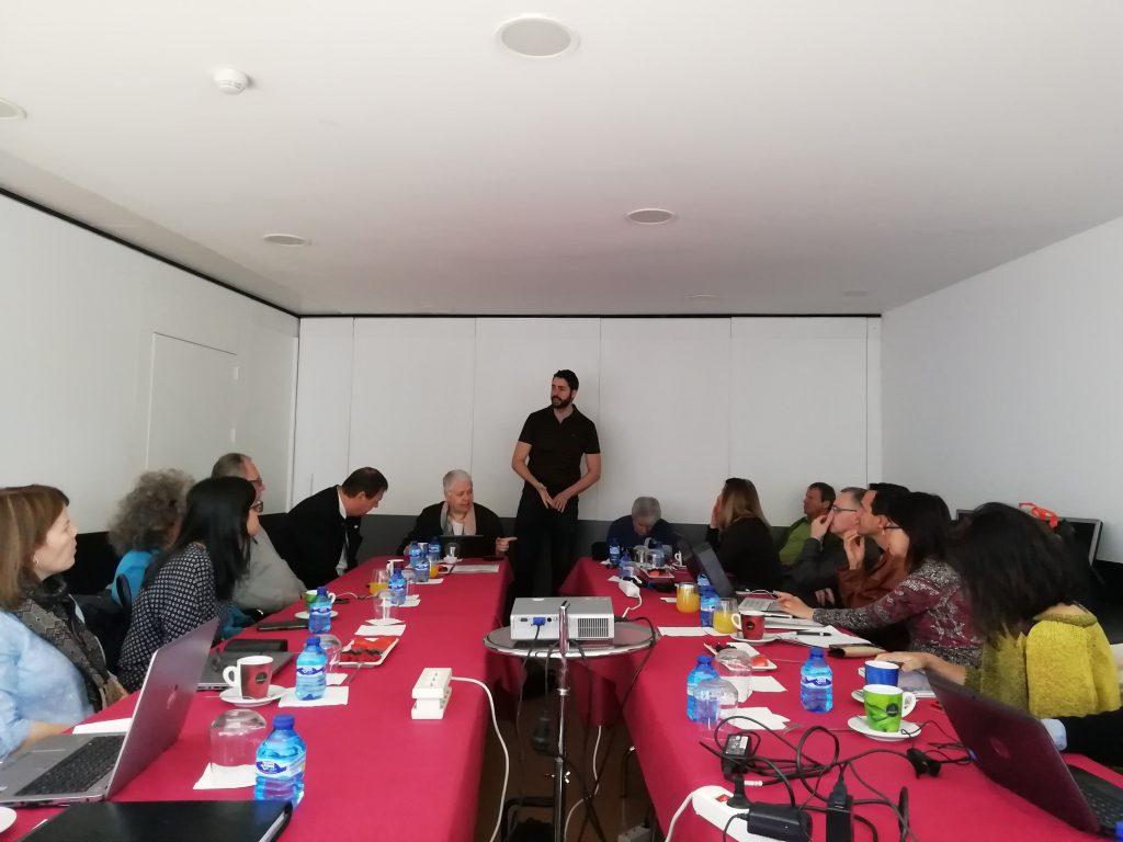 Miembros del proyecto Vapetvip en una reunión en la sede de ASPAYM