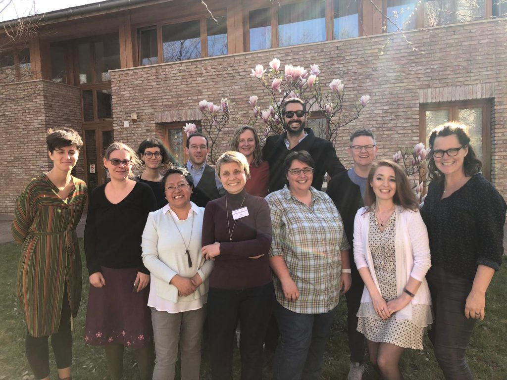 Representantes de las entidades miembro del proyecto iExpress posan en grupo