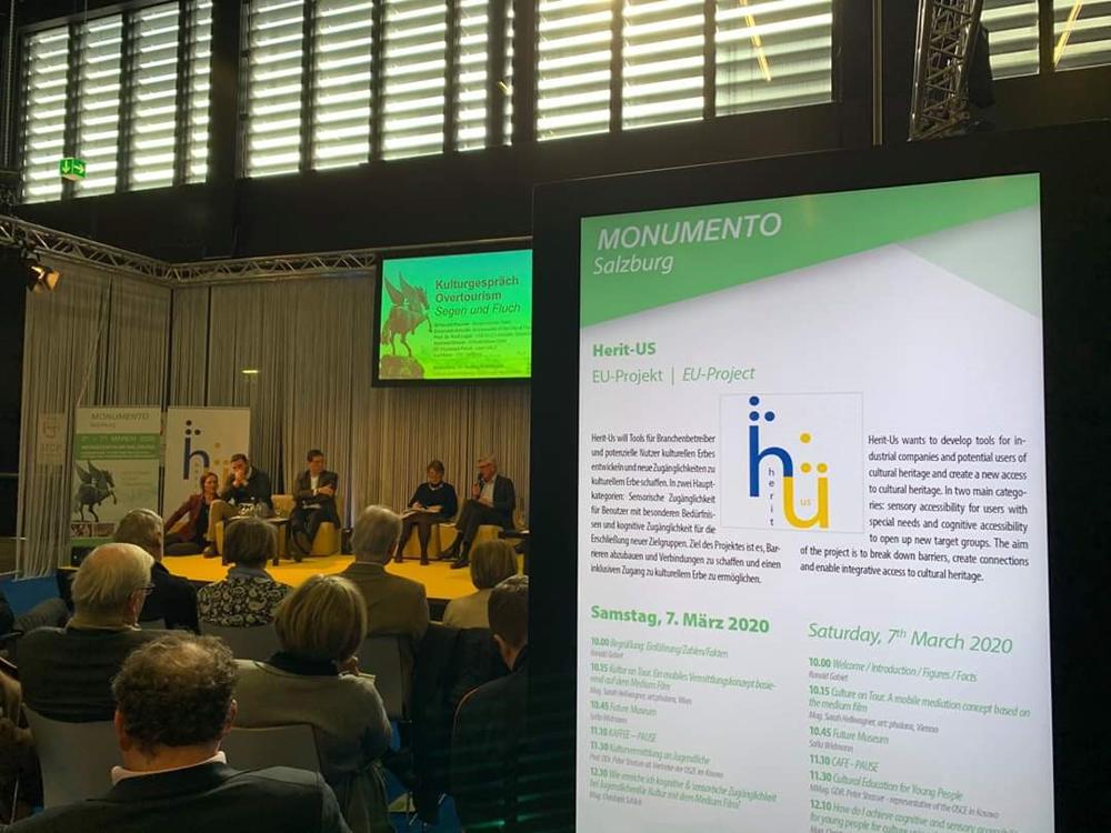 Fotografía del escenario con los ponentes durante una de las conferencias de Herit-us