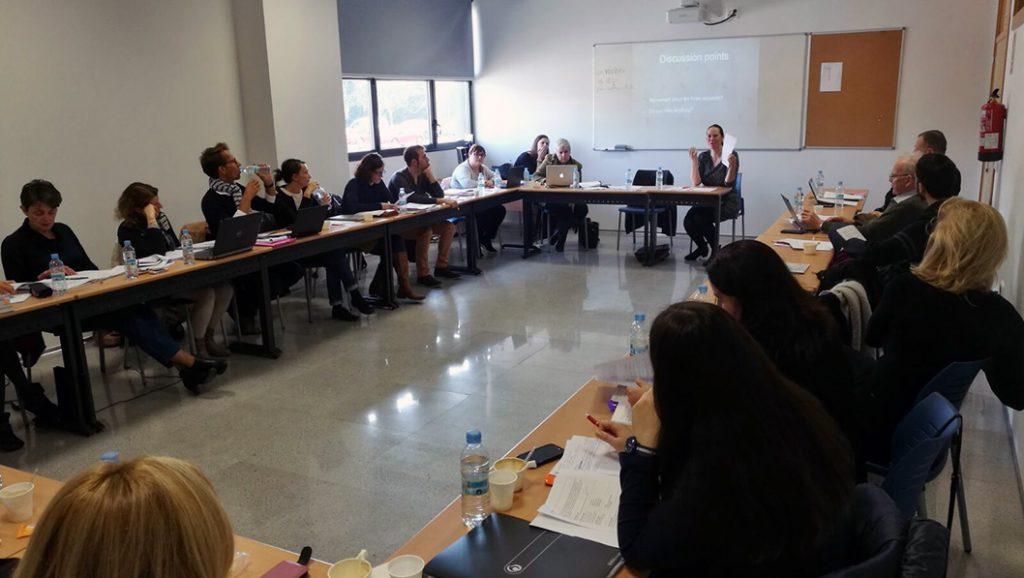 Asistentes a la reunión del proyecto cvi durante una de las sesiones