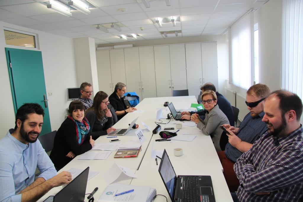 Miembros del proyecto durante una de las reuniones