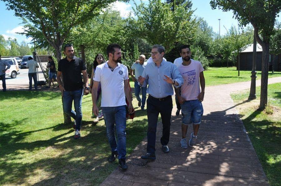 Luis Tudanca visita el XX Campamento ASPAYM