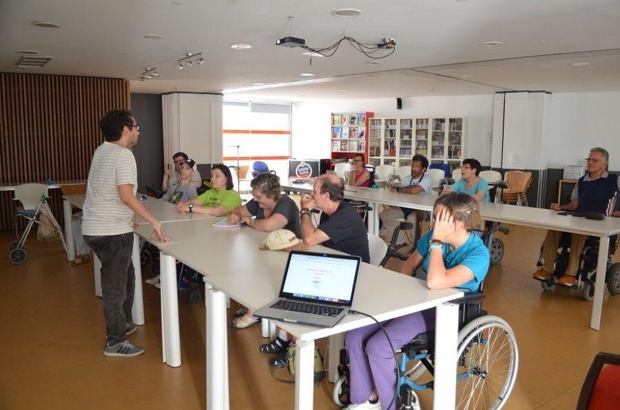 Participantes de la Residencia ASPAYM CyL en el curso de informática