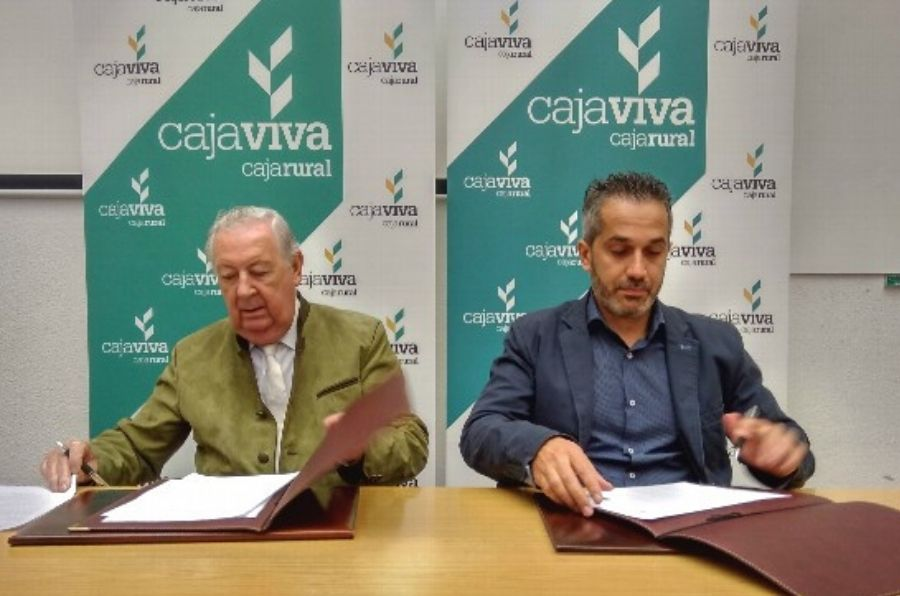 Firma del convenio con Cajaviva - Caja Rural