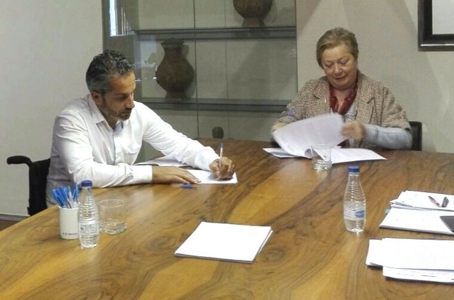 Firma del convenio con Fundación Caja de Ávila y Bankia