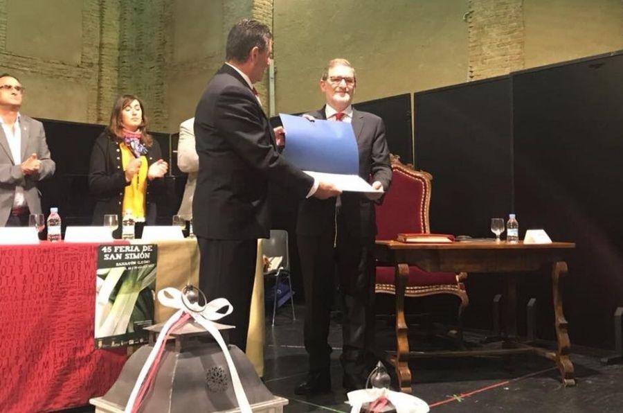Julio Herrero, director de ASPAYM CyL, recoge el Puerro de Oro 2017