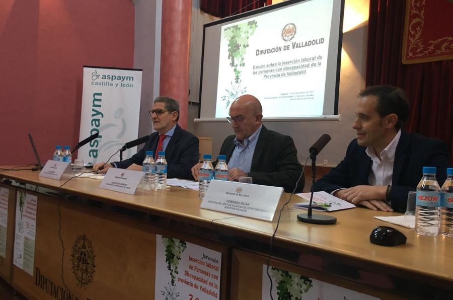 Jesús Julio Carnero y Julio Herrero en la inauguración de la jornada Inserción laboral de personas con discapacidad en la provincia de Valladolid