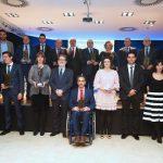 Ganadores de los premios Empresario posan con los trofeos